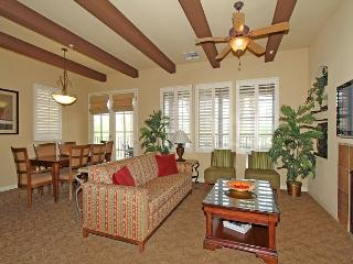 Upstairs Two Bedroom Legacy Villa with a Private Balcony Close to the Pool!, La Quinta