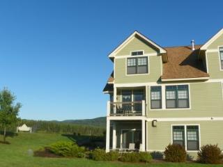 Great Golf Resort Condo sleeping 10 and close to club house. Amazing Views!, Campton
