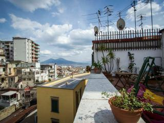 MiraNapoli (flat-deluxe-center-view-terrace-wi-fi), Nápoles