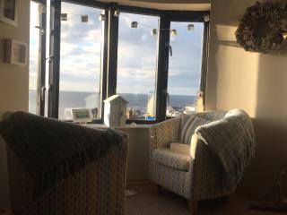 Portballintrae penthouse. Spectacular views . Family orientated. Sleeps 6-10.