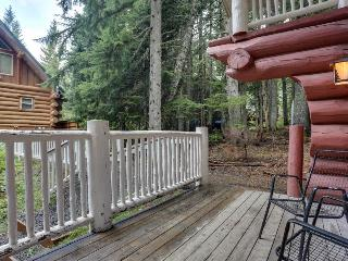 Dog-friendly hideaway near Timberline with soothing hot tub