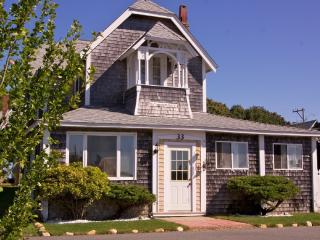 The Tuckernuck House in Oak Bluffs by the Beach