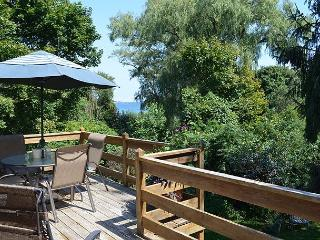 Garden by the Sea: Relax & enjoy wonderful coastal views. Walk to the beach!, Gloucester