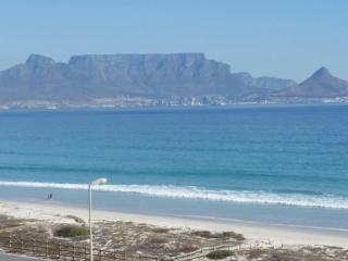 Cape Town Beachfront Blouberg 2-bedroom self catering apartment