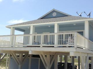 On the BEACH! Beautiful! : Sleeps 12 - 4 Bedroom, Surfside Beach