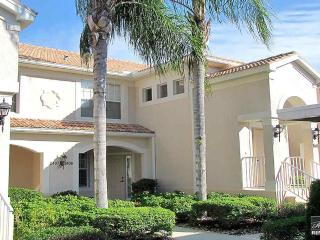 A true golfers delight! Light and bright ground floor condo with golf views!, Bonita Springs
