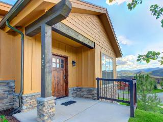 Gorgeous Townhome with mountain views, private hot tub!, Park City