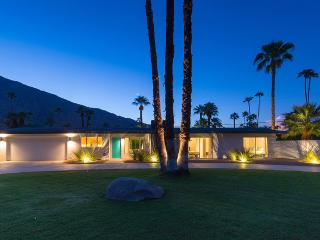 Porthaw: Mid Century Pool Home with Great Views, Palm Springs