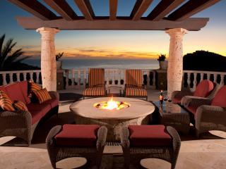 Top of the World! 6 Star Luxury Villa, Ocean Views, Puerto Nuevo