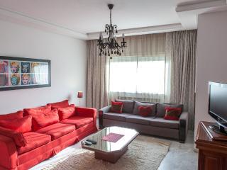 Airy 2BR Apartment - Berges du Lac, Túnez