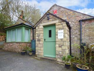 BECKSIDE AT ABBEY MILL, cosy ground floor apartment, WiFi, parking, good touring