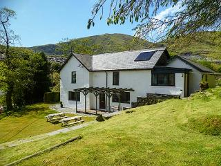STINIOG LODGE, pet-friendly spacious cottage, cycling and walks from door, ideal for groups, Blaenau Ffestiniog, Ref. 26308