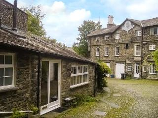 10 CROFT COURTYARD, romantic retreat, next to river, beautiful countryside, near