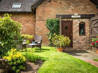 THE HAYLOFT, romantic, character holiday cottage, with a garden in
