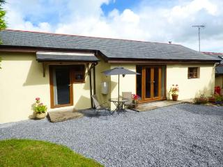 THE HIDEAWAY AT THE BARN, all ground floor, WiFi, private garden, romantic retreat, near Amroth, Ref 923066