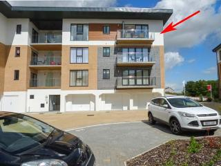 28 CLOCK TOWER COURT, 3rd floor apartment, balcony, WiFi, in Charlestown, Ref