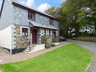 BLUEBELL COTTAGE, pets welcome, on-site facilities, woodburner, near Camelford