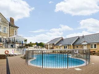 9 PORTH VEOR VILLAS, swimming pool, en-suite, WiFi, open plan, upside down accom