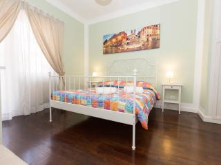 'Longhi Holidays House' Apartment sleeps 4 people, Roma