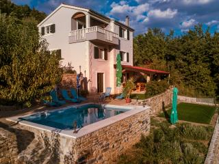 "Omis, ""Villa Eagle"" - isolated piece of your own paradise"