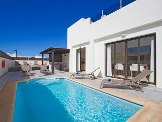 Casa Nydia, Holiday Villa with Private Pool, Playa Blanca
