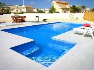 Stunning Modern Villa, UK TV, WIFI, Aircon & Pool, Mazarron