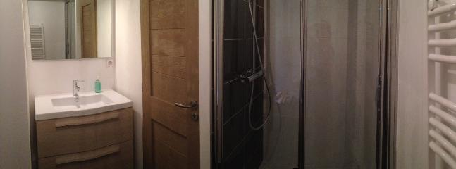 Spacious and functional shower room