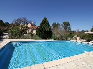 6131 Charming Provence villa with fenced pool