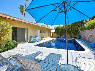 Mountain Views, a Shimmering Private Pool Plus Bonus Family Room!, Palm Springs