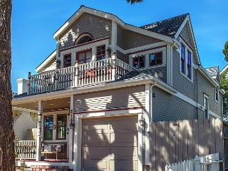 3703 La Gloria Cottage-by-the-Sea ~ Walk to Town and Beach! Beautiful Design!, Pacific Grove