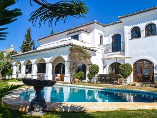 GRAND & SUPERB VILLA CLOSE TO BEACH, Elviria