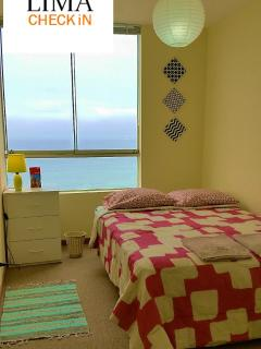 Tercer cuarto con cama matrimonial / Third bedroom with one double bed.