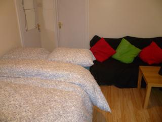 LONDON CITY BIG STUDIO, SLEEPS 2-5, CLOSE TO CITY., London