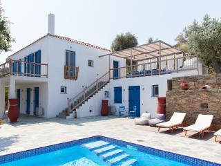 Villa Kerasi, Città di Skopelos