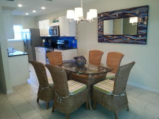 Renovated Townhouse Across The Street From Beach, Indian Shores