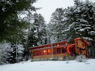 Northwoods Log Lodge Private and Charming