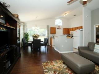 3 BR 2 BA Pool Home on Golf Course, Haines City