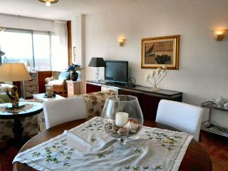 Elegantly decorated with valuable paintings of Tuscan artists of the twentieth century