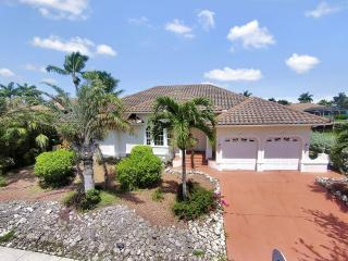 Beautiful, Decorator Renovated, 4 BR, 3 BA, Pool Home on Waterfront, Marco Island