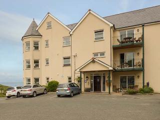 4 BEACHCOMBERS APARTMENTS, en-suite, parking, close to coast, Watergate Bay