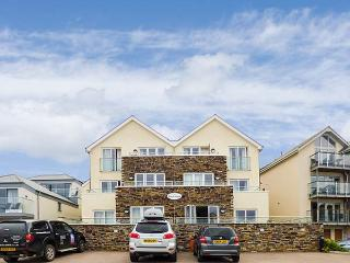 4 THE BEACH HOUSE, beachside apartment, modern, en-suite, patio, parking, Porth