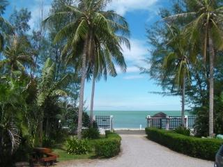 PRANBURI BEACH FRONT HOUSE, Hua Hin