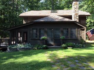 Enchanted WF Cottage on Lake Winni (MAC72Wf), Moultonborough