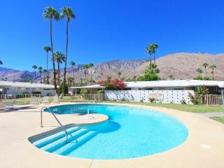 Mid Century Modern  Monthly Condo - On Indian Canyon Golf Course Pools,  Jacuzzi, Palm Springs