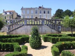 Le Chai Chateau de Charras
