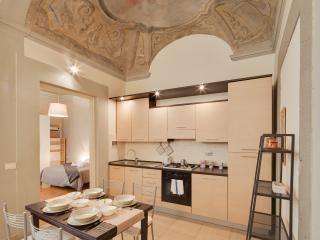 New: Ghiberti apt with frescoes