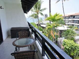 Casa De Emdeko 310- One Bedroom Deluxe with Ocean Views- AC Included!, Kailua-Kona