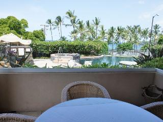 AC Included! The Beach Villas at Kahalu'u 101 - Across from snorkel beach!, Kailua-Kona