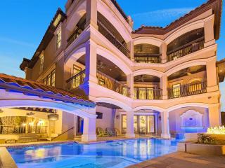 VILLA CAPRI: A Beach Resort, One of Destin's Finest, Private Beach & Pool, Miramar Beach