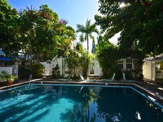 Verde Suite - Recently Renovated 'Old Town' Cottage - Shared Heated Pool, Cayo Hueso (Key West)